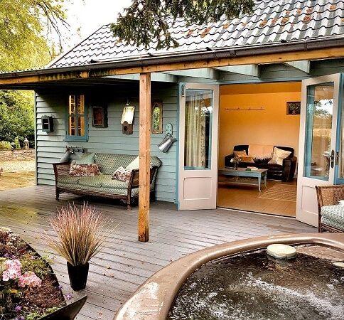 Lemore Manor garden room