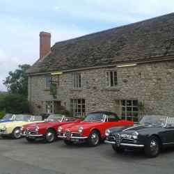 Classic cars at The Harp